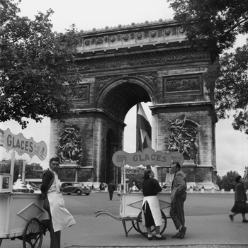 Selling Ice-Cream, Arc de Triomphe, Paris, c1950